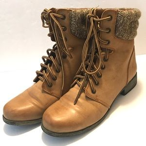Women's Size 7 Boots Great Condition MIA Girl